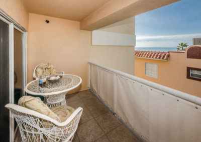 78-gulf-blvd-indian-rocks-small-009-18-living-room-balcony1-666x442-72dpi